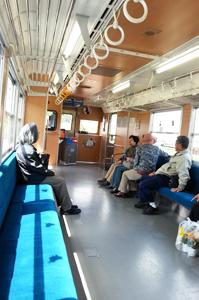 ムーミン列車内1a.jpg